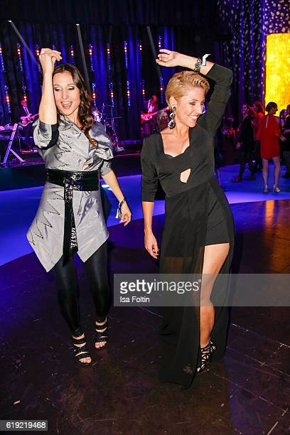 German singers Alexandra Geiger and Anita Hofmann during the Goldene Henne after show party on October 28 2016 in Leipzig Germany