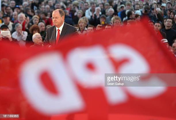 German Social Democrats chancellor candidate Peer Steinbrueck speaks to visitors at an SPD election rally on September 16 2013 in Berlin Germany...