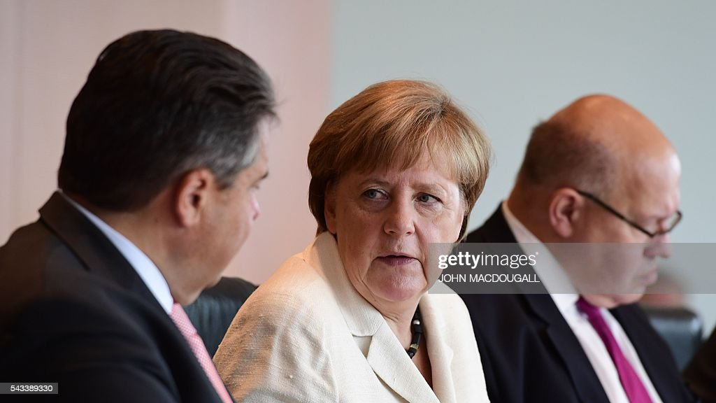 German Vice Chancellor, Economy and Energy Minister Sigmar Gabriel, German Chancellor Angela Merkel and German Chief of Staff Peter Altmaier attend a cabinet meeting at the chancellery in Berlin on June 28, 2016. / AFP / John MACDOUGALL