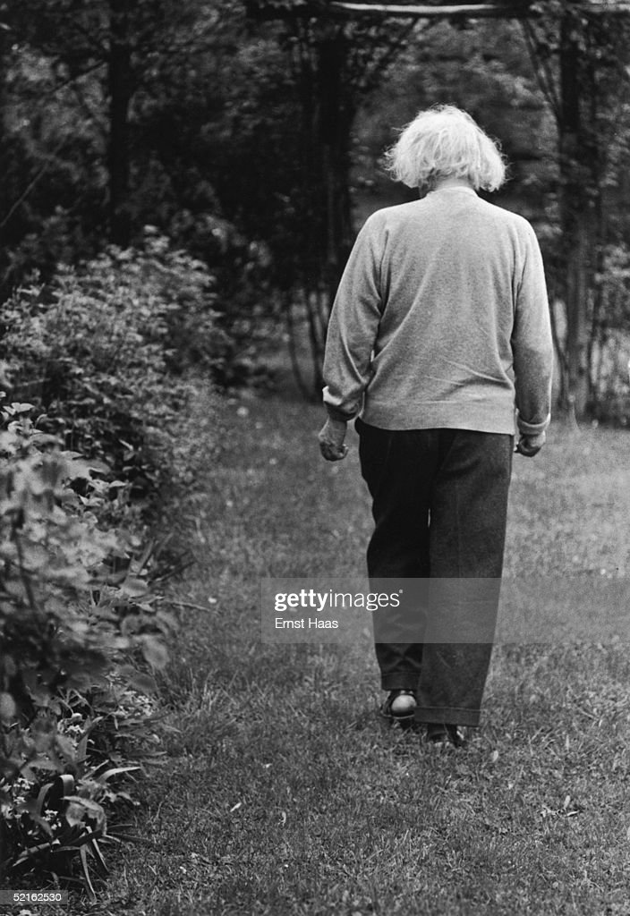 German-born mathematician and physicist Albert Einstein (1879 - 1955) in the garden of his home at Princeton, New Jersey, where he he is professor at the Institute for Advanced Studies, 1951.