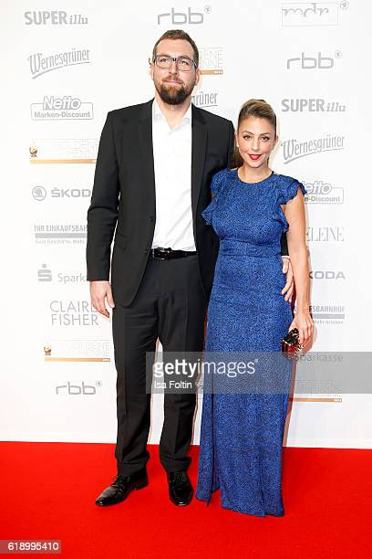 Germanturkish actress Arzu Bazman and guest attend the Goldene Henne on October 28 2016 in Leipzig Germany