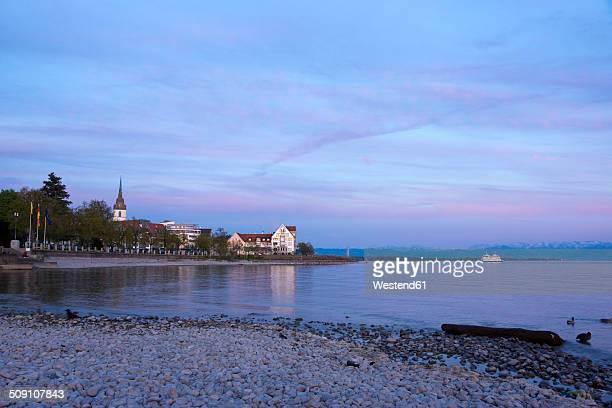 Germany, Baden-Wuerttemberg, Friedrichshafen, waterside of Lake Constance at evening twilight