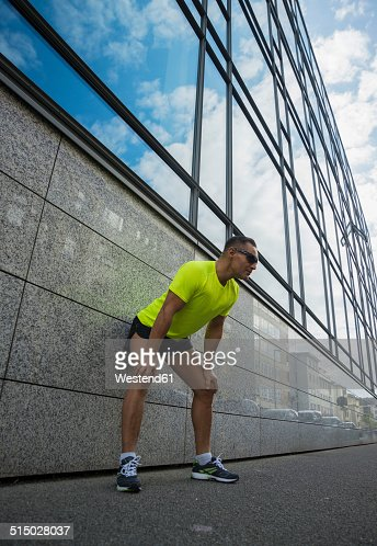 Germany, Baden-Wuerttemberg, Mannheim, mature jogger in the city
