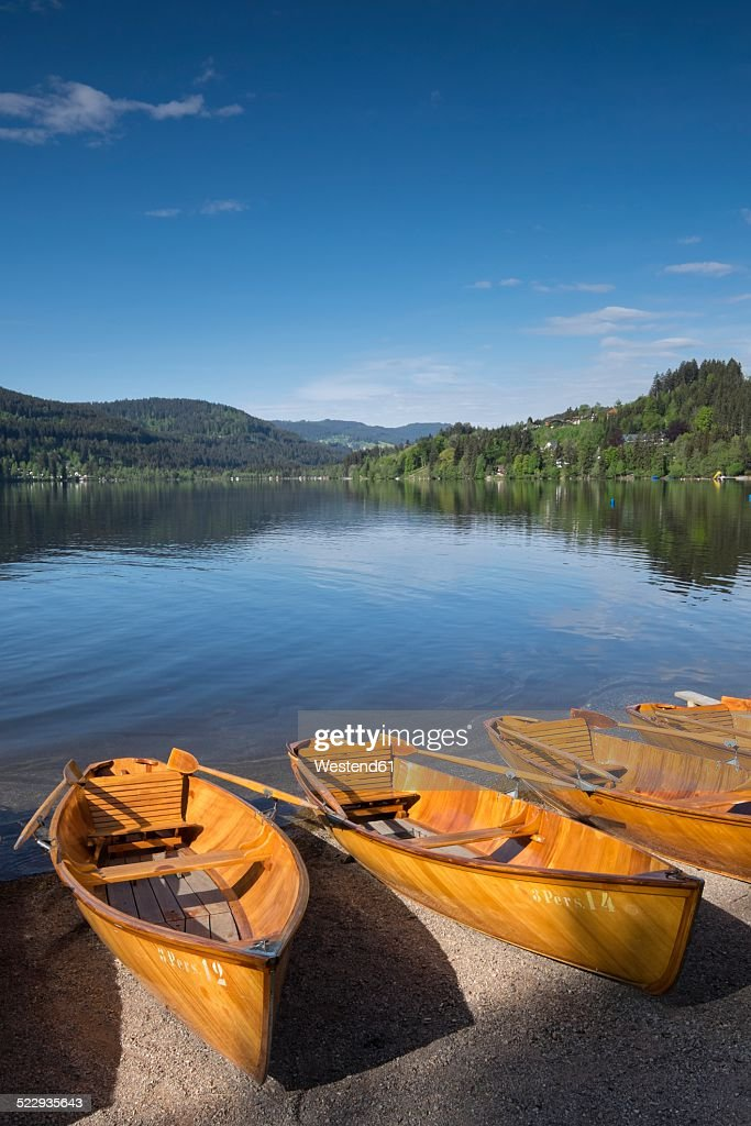 Germany, Baden-Wuerttemberg, Titisee-Neustadt, rowing boats on shore of Titisee