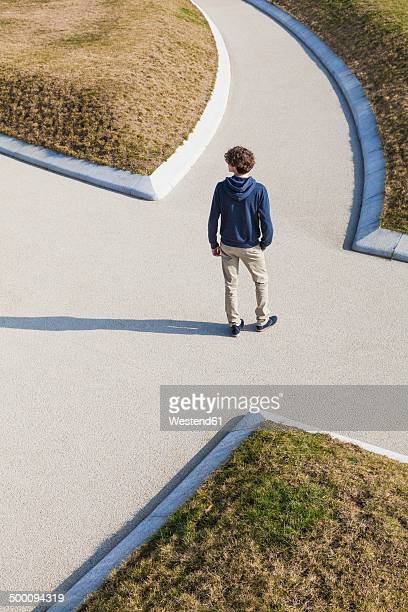 Germany, Baden-Wurttemberg, Teenage boy standing at crossing