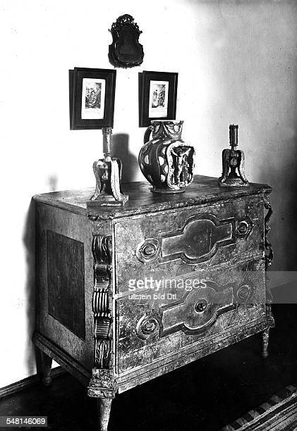 Germany Bavaria Free State House of the dramatist Wilhelm Stücklen old commode in the bedroom 1924 Photographer Philipp Kester Published by 'Die...