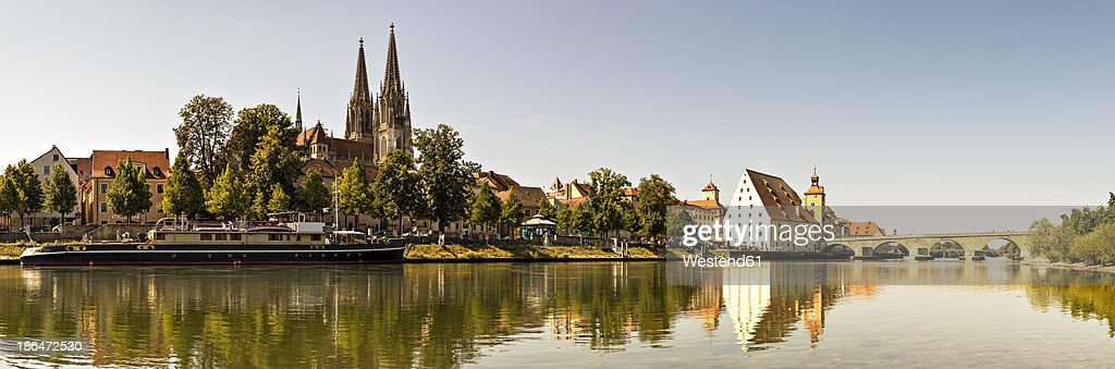 Germany, Bavaria, Regensburg, View of Shipping Museum, cathedral and stone bridge on Danube River