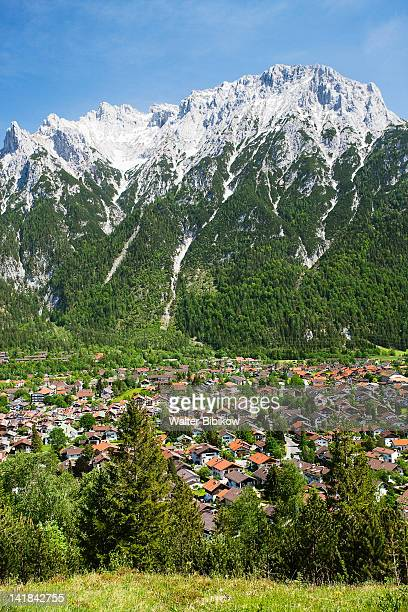 Germany, Bayern/Bavaria, Mittenwald, Alpine town with Karwendel Mountains