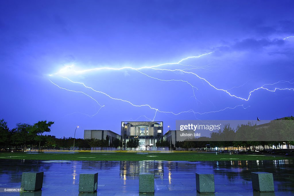 Germany Berlin Mitte thunderstorm Federal Chancellery struck by lightning