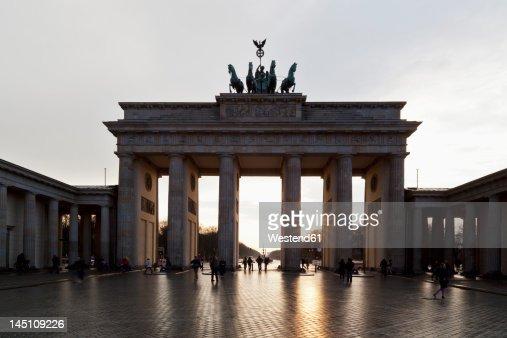 Germany, Berlin, People at Brandenburger Tor