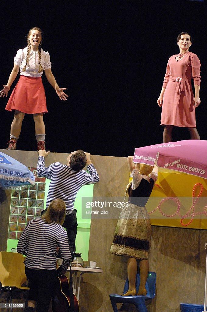 Lottie and Lisa by Erich Kaestner; directed by: Milan Peschel; actors: Elisabeth Heckel (Luise Palfy), Susanne Sachsse