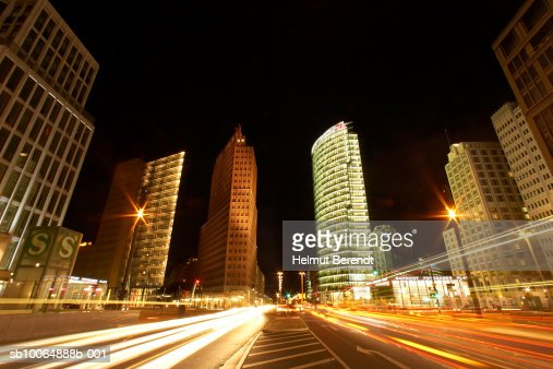 Germany, Berlin, traffic passing Potsdamer Platz, night  : Foto stock