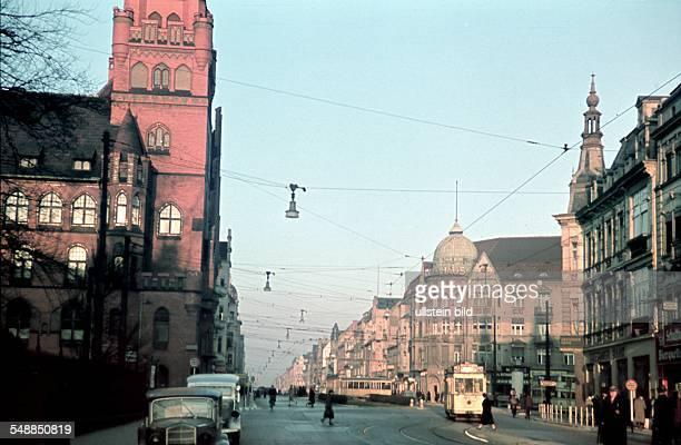 Germany Berlin urban district Steglitz The Schlossstrasse on the left the Steglitz city hall 00001940