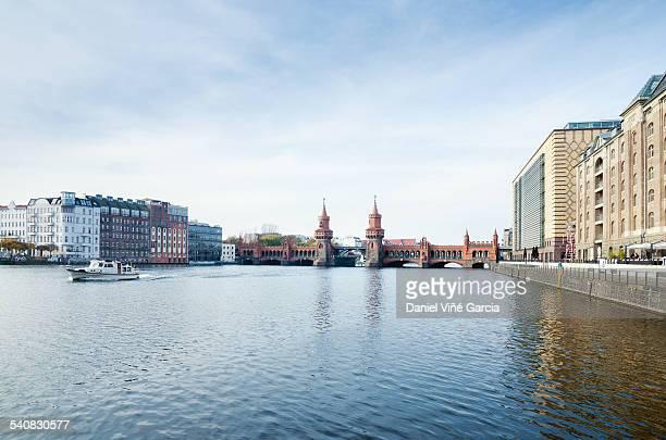 Germany, Berlin, view of Oberbaum bridge at Spree