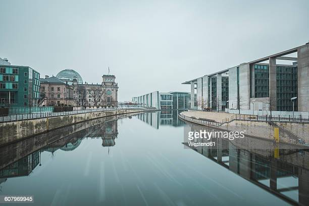 Germany, Berlin, view to Reichstag, Marie-Eisabeth-Lueders- and Paul-Loebe-Building in winter