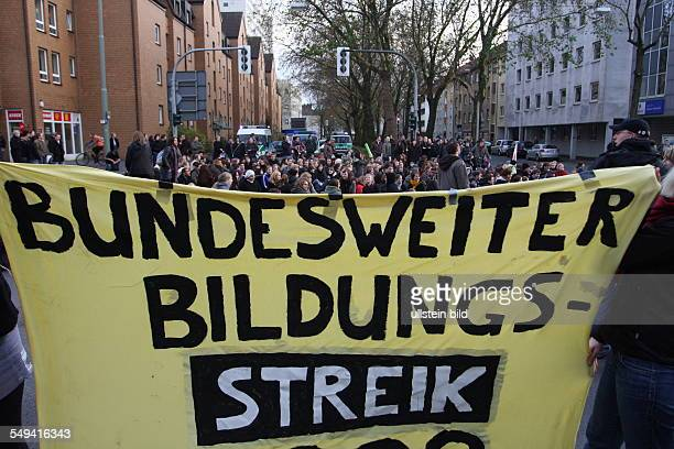 DEU Germany Bochumg Strike in the city Students demonstrate for better study conditions and against the study fee