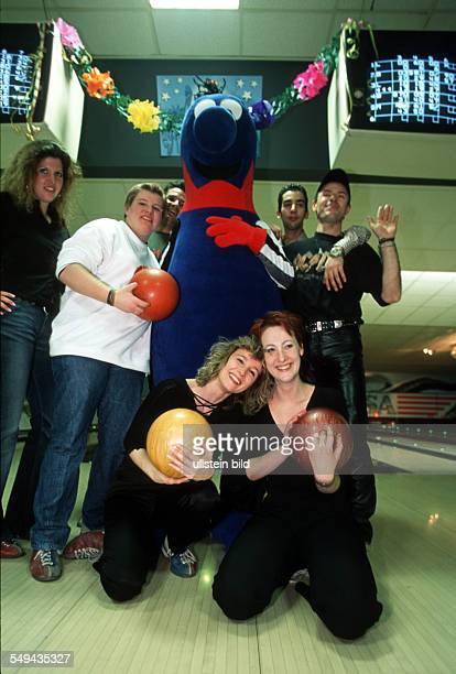 Bowling Group portrait in front of the bowling alley with a mascot