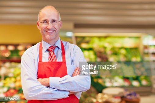 Germany, Cologne, Mature man in supermarket, smiling, portrait