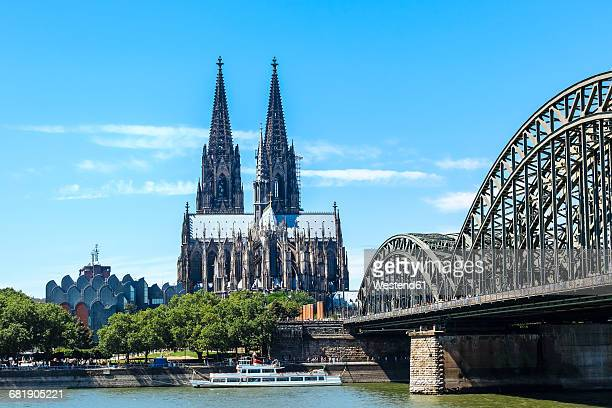 Germany, Cologne, view to Cologne Cathedral and Hohenzollern Bridge