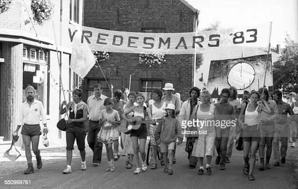 DEU Germany Duisburg Tegelen Peace march of women from Dortmund to Brussels ariving in Tegelen in the Netherlands The women wanted to protest against...