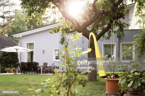 Germany, Eggersdorf, bungalow and garden