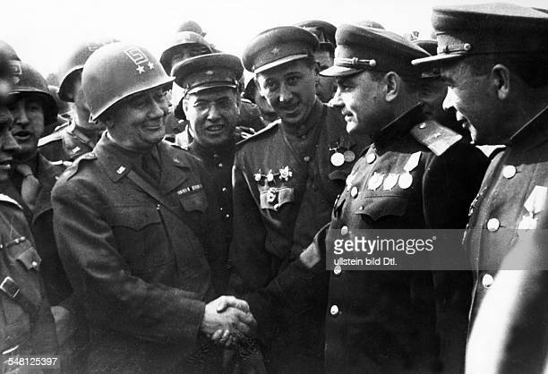 End of World War II Meeting of the US and Soviet army in Torgau on the Elbe river symbolic handshake between US major general Reinhard and his Soviet...