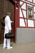 Germany Feature to the topic shortage of doctors in the country Our picture shows a country doctor in front of a halftimber house Feature zum Thema...