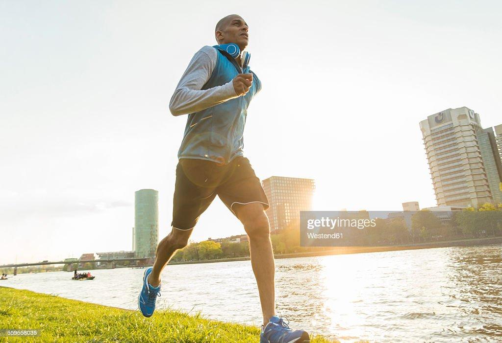 Germany, Frankfurt, man jogging by the riverside : Foto stock