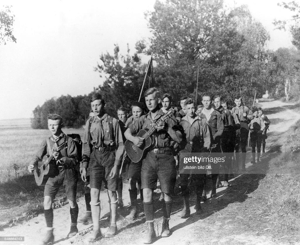 Wandervoegel steglitz grammar school pupils hinking 1934 photographer frankl