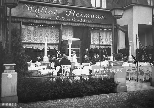Germany Free State Prussia Berlin terrace of the Cafe Reimann with patio heaters at Kurfuerstendamm Photographer Badekow Vintage property of ullstein...