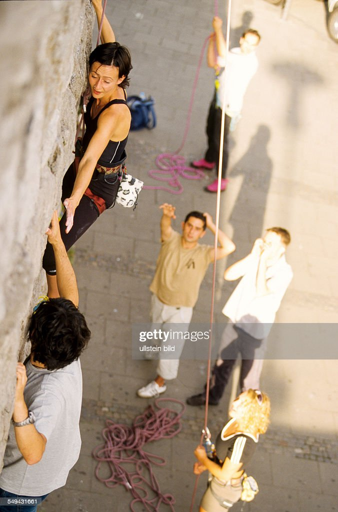 DEU, Germany: Free time.- Young persons climbing.