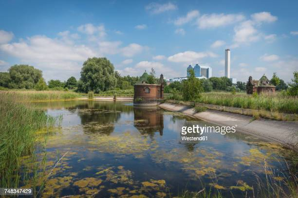 Germany, Hamburg, Elbinsel Kaltehofe with power station Tiefstack in the background
