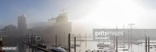 Germany, Hamburg, Elbphilharmonie and Hafencity in dense fog
