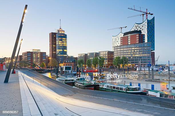 Germany, Hamburg, Hanseatic Trade Center and Elbphilharmonie seen from Niederhafen