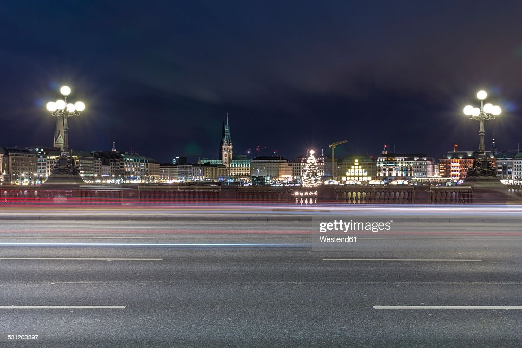 Germany, Hamburg, Lombardsbruecke crossing the Alster Lake at night