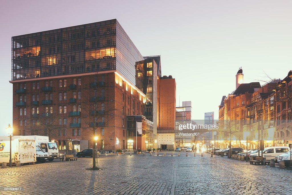 Germany, Hamburg, St. Pauli, Grosse Elbstrasse in the evening