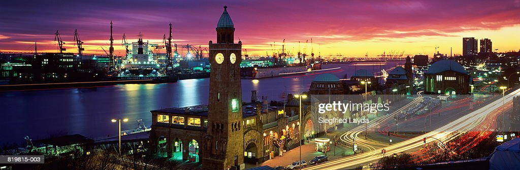 Germany, Hamburg, St. Pauli Landungsbrucken at sunset : Stock Photo