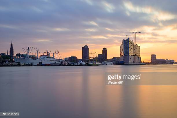 Germany, Hamburg, View of the northern bank of the Elbe at sunrise with Elbphilharmonie