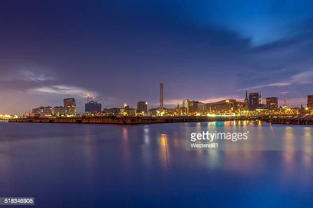 Germany, Hamburg, View over the Baaken harbour in the Hafencity in the evening