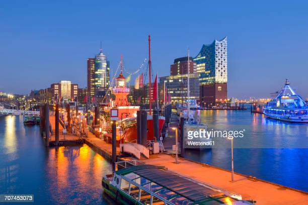 Germany, Hamburg, view to Hanseatic Trade Center and Elbphilharmonie seen from Niederhafen in the evening
