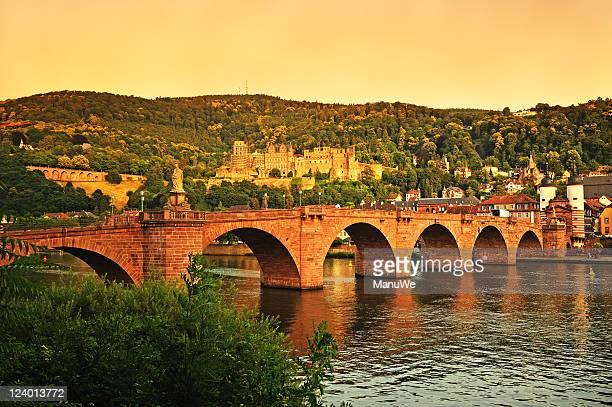 Alte Brücke in Heidelberg, Deutschland und Palace Sommer ab Sonnenuntergang