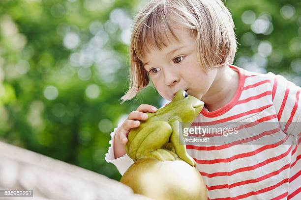 Germany, Hesse, Frankfurt, Little girl kissing Frog King