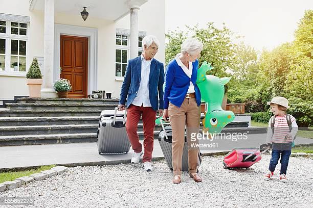 Germany, Hesse, Frankfurt, Little girl travelling with grandparents