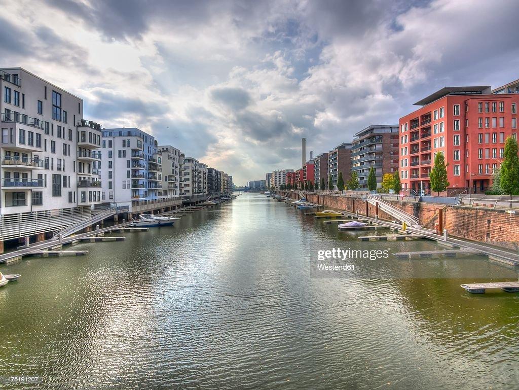 Germany, Hesse, Frankfurt, Modern luxury apartments at Westhafen