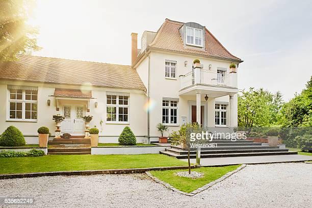 Germany, Hesse, Frankfurt, View of villa with garden