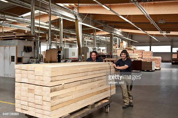 Menz Holz Stock Photos and Pictures | Getty Images