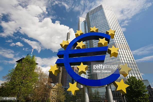 Germany, Hessen, Frankfurt-am-Main, Euro Tower and large Euro symbol, Willy Brandt Platz