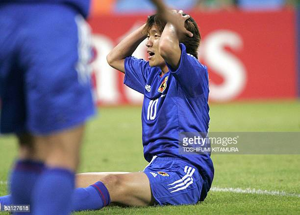 Japanese midfielder Shunsuke Nakamura reacts during the 2005 FIFA Confederations Cup football match Japan vs Brazil 22 June 2005 at the RheinEnergie...