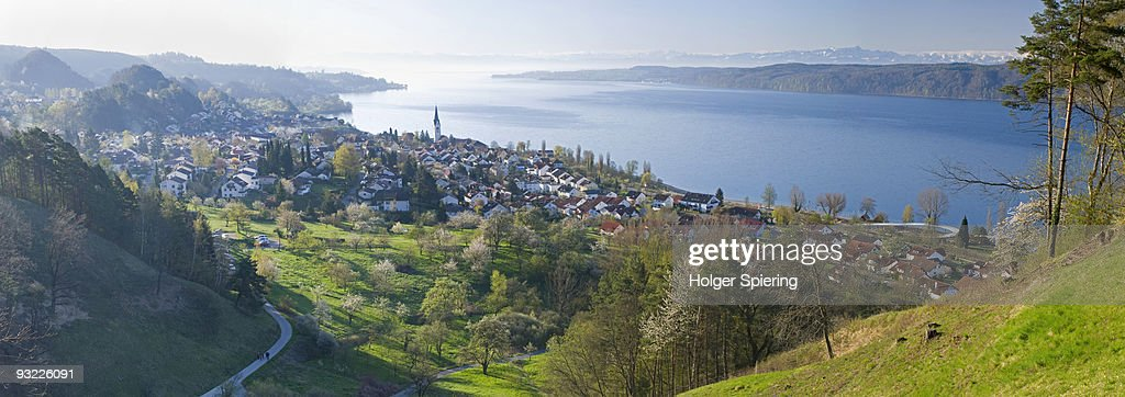 Germany, Lake Constance, Sipplingen, View of town and lake