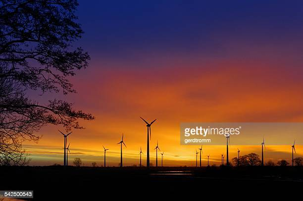 Germany, Lower Saxony, East Frisia, Wind turbines near Spetzerfehn